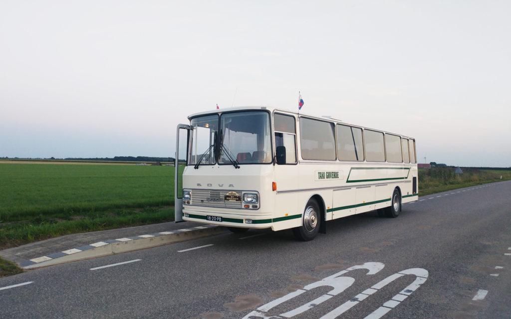 Oldtimer bus voor 50 personen
