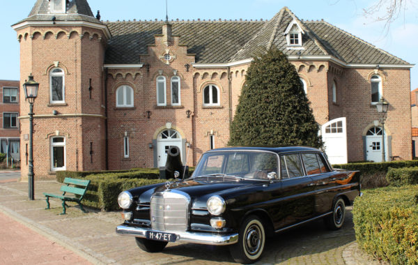 oude auto heckflosse mercedes