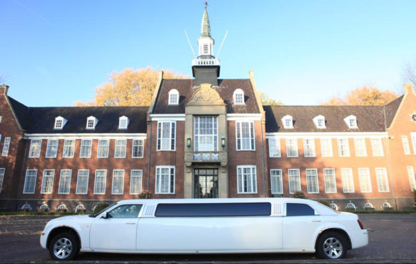 lange witte limousine luxe