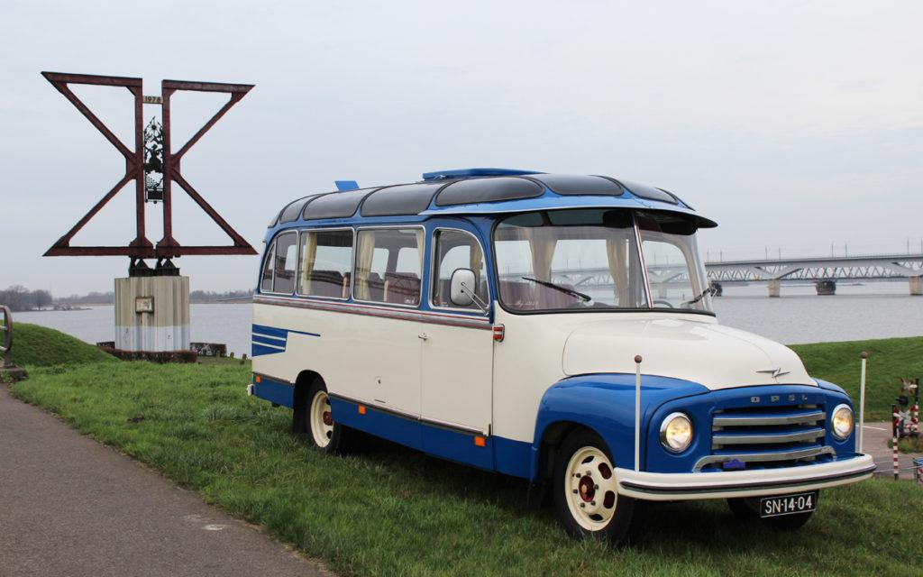 Authentiek oldtimer bus verhuur