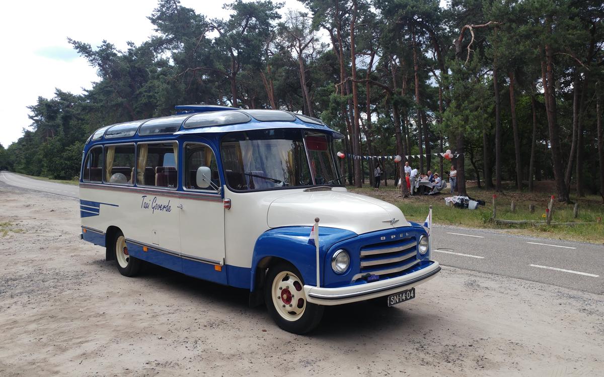 opvallende oldtimer bus Opel Blitz